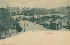 PBK-1992-94 De Westerbrug met rechts de Veerhaven en links de Westerhaven, op de achtergrond het Westplein, uit het zuiden.