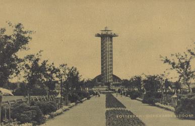 PBK-1993 Gezicht op de uitkijktoren en de Riviérahal op het terrein van Diergaarde Blijdorp.