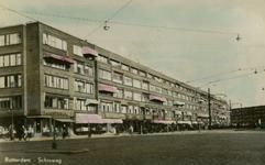 PBK-1993-1145 Schieweg, hoek Bergselaan. Links een filiaal van de inmiddels verdwenen kruideniersketen van P. de ...