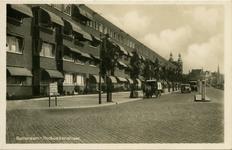 PBK-1993-1215 Rochussenstraat met op de achtergrond de torens van de Paradijskerk aan de Nieuwe Binnenweg.