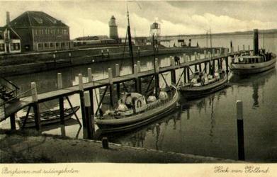 PBK-1993-169 Berghaven met op de voorgrond 3 reddingsschepen, vanuit het noorden.