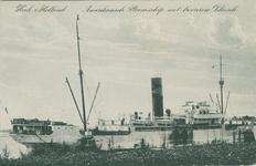 PBK-1993-204 Een Amerikaans stoomschip met bevroren vlees ligt aangemeerd in Hoek van Holland.