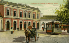 PBK-1993-441 Station Delftse Poort aan het Stationsplein.