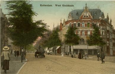 PBK-1993-458 De West-Kruiskade en rechts de Diergaardesingel, uit het oosten gezien, links de Westersingel.