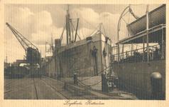 PBK-1993-480 Schepen aan de Lloydkade. De Rotterdamse Lloyd vestigde zich in het jaar 1908 ten zuiden van de zojuist ...