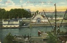 PBK-1993-527 Het gebouw van de Koninklijke Roei-en Zeilvereninging 'de Maas' aan de Veerhaven. Op de achtergrond rechts ...