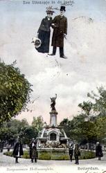 PBK-1993-544 Gezicht op het monument aan het Burgemeester Hoffmanplein. Het echtpaar bovenaan is ingetekend.