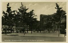 PBK-1993-758 Henegouwerplein met op de achtergrond de Christelijke Hogere Burgerschool en het Marnix Gymnasium, vanaf ...