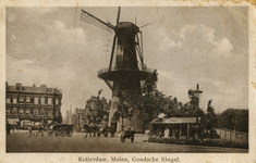PBK-1993-825 Gezicht op molen De Noord aan het Oostplein. Rechts de Goudsesingel, en links het Achterklooster, uit het ...