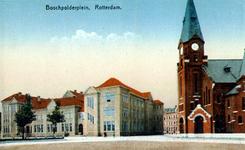 PBK-1993-834 Het schoolgebouw aan het Bospolderplein. Op de hoek van het plein en de Rosier Faassenstraat de ...
