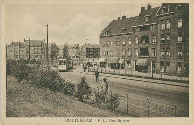 PBK-1994-42 P.C. Hooftplein. Ter hoogte van de tram is de Multatulistraat.