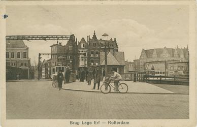 PBK-1994-46 Lage Erfbrug, met op de voorgrond de Aelbrechtskade. Op de achtergrond de Voorstraat en de Havenstraat.