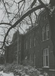 PBK-1995-174 Het hoofdgebouw van het Krankzinnigengesticht Maasoord, thans Delta Psychiatrisch Ziekenhuis aan de ...