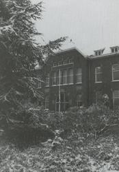 PBK-1995-176 Het hoofdgebouw van Krankzinnigengesticht Maasoord, thans Delta Psychiatrisch Ziekenhuis aan de ...