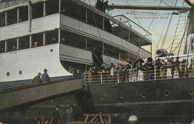 PBK-1995-21 Emigranten aan boord van een zeeschip.