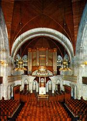 PBK-1996-276 Gezicht naar het orgel en de preekstoel van de Koninginnekerk aan de Boezemsingel.