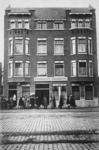 PBK-1997-39 Het eerste schoolgebouw van de Rotterdamsche Huishoudschool bestond uit een aantal huizen gelegen aan de 2e ...