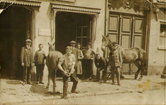PBK-1997-41 Gemeentereiniging: De Hoefsmid.Foto uit een serie van ca 3.500 foto's en dia's over de Roteb ca 1910-ca 1980.