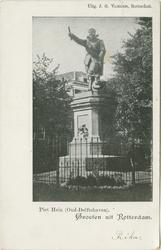 PBK-2001-132 Het standbeeld van Piet Hein op het Piet Heynsplein in Delfshaven.