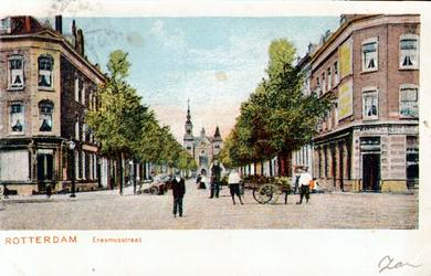 PBK-2001-135 Erasmusstraat gezien uit het oosten. Op de achtergrond de gereformeerde Noorderkerk aan de Jacob ...