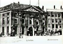 PBK-2001-142 De Marinierskazerne op de hoek van het Oostplein en de Nieuwehaven.