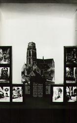 PBK-2001-170 Fotokaart uitgegeven ter gelegenheid van de tentoonstelling Ontdek uw stad , door jonge werklozen ...