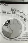 PBK-2001-180 Fotokaart uitgegeven ter gelegenheid van de tentoonstelling Ontdek uw stad , door jonge werklozen ...