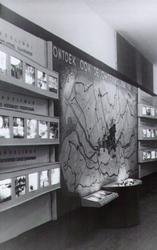 PBK-2001-186 Fotokaart uitgegeven ter gelegenheid van de tentoonstelling Ontdek uw stad , door jonge werklozen ...