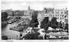 PBK-2001-7 Hotel Weimar op de hoek van het Haringvliet noordzijde en de Spaansekade. Op de voorgrond de Spanjaardsbrug ...