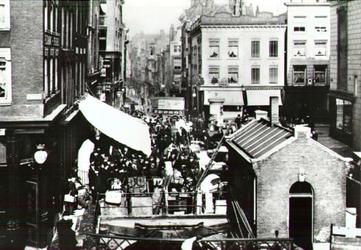 PBK-2002-36 De Vlasmarkt uit het zuiden gezien..
