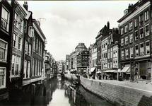 PBK-2002-39 Steigersgracht uit het oosten gezien. Op de achtergrond de Weezenbrug en de toren van de Sint-Dominicuskerk.