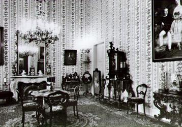 PBK-2002-52 Een salon uit het 3e kwart van de 19e eeuw, in het Historisch Museum aan de Korte Hoogstraat.