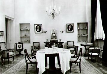 PBK-2002-53 Het interieur van een eetzaal in empire-stijl in het Historisch Museum aan de Korte Hoogstraat.