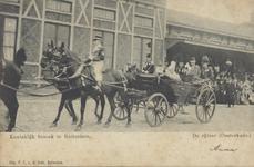 PBK-2003-25 Bezoek van koningin Emma op 27 april 1904. Op de prentbriefkaart: de rijtoer (Oosterkade).
