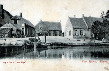 PBK-2003-250 Haven van Rhoon. Het huis in het midden is de uitspanning Billard Roijal.