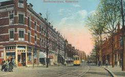 PBK-2003-91 Gezicht in de Benthuizerstraat uit het zuiden. Links op de voorgrond het hoekpand van de Schommelstraat. ...