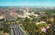 PBK-2004-249 Overzicht van het Park, Dijkzigt Ziekenhuis en het centrum vanaf de Euromast.