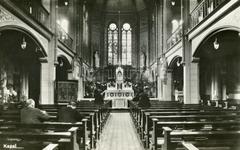PBK-2004-377 Gezicht in de kapel van het rooms-katholieke weeshuis Simeon en Anna aan de West-Kruiskade nummer 12.