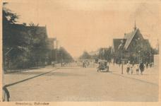 PBK-2004-401 Strevelsweg bij het Sandelingenplein, rechts de gereformeerde Sandelingepleinkerk, uit het oosten.