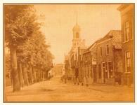 PBK-2004-416 Gezicht op de Delftweg met rechts de toren van de rooms-katholieke kerk Sint Petrus Banden, uit het ...