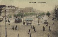 PBK-2004-47 Gezicht op de Goudsesingel. Op de voorgrond het tramhuisje bij de kruising met de Heerenstraat en de Jonker ...