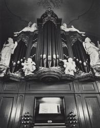 PBK-2005-373 Het orgel, vervaardigd in 1720-1721 door Mathias Verhofstad uit Gemert, en rijk versierd met snijwerk door ...