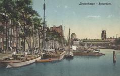 PBK-2005-531 Leuvehaven gezien uit het zuiden, vanaf de Leuvebrug. Op de achtergrond de Zeevischmarkt en de torens van ...