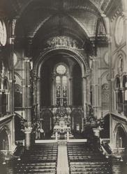 PBK-2005-582 Het interieur van de kerk van het Allerheiligst Hart van Jezus aan de Oldenbarneveltstraat.