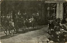 PBK-2005-789 Bezoek van het Deense koningspaar. Het rijtuig met de gasten bij de poort van de Stationsweg bij de ...