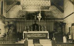 PBK-2005-845 Priesterkoor met altaar van de tijdelijke Sint-Antonius Abtkerk aan de Jan Kruijffstraat.