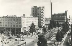 PBK-2005-93 Gezicht op de Coolsingel, uit het noorden. Links het warenhuis C&A, daarachter het HBU-gebouw en het ...
