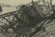 PBK-2006-196-1-TM-8 Serie van 8 prentbriefkaarten van verwoeste Havens na het bombardement van 14 mei 1940 en september ...