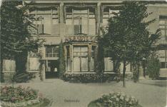PBK-2007-236 Album met foto's betreffende exterieur en interieur van A. Driessen's Chocoladefabriek aan de ...