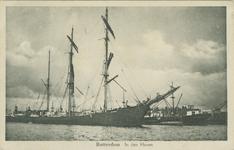 PBK-2007-396 Diverse soorten schepen in de Rijnhaven, voor overslag van goederen. De driemastbark is de ELFRIEDA, ...